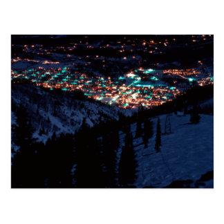 Aspen en la noche desde arriba de la montaña de Be Tarjeta Postal