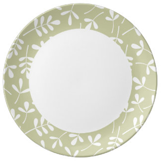 Assorted Leaves Ptn Edge White on Lime Dinner Plate