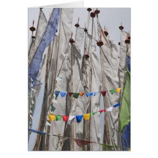 Astas de bandera de rogación en la montaña, paso 2 tarjeta
