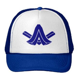 Astro que ataca desde un escondite el gorra azul