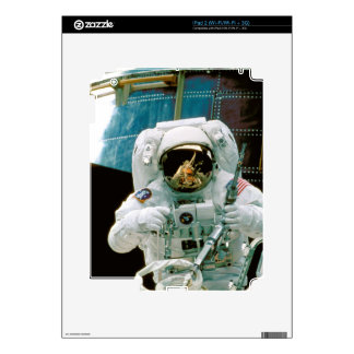 Astronaut Repairing Hubble Decal For The iPad 2