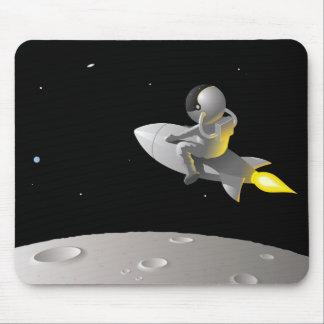 Astronauta alrededor de la luna, cojín de ratón mouse pads