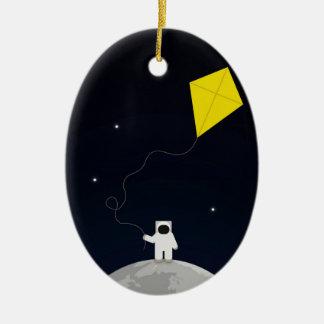 Astronauta con una cometa adorno ovalado de cerámica