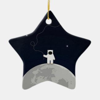 Astronauta con una cometa adorno de cerámica en forma de estrella