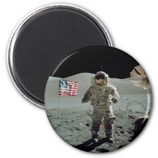 Astronauta de Apolo 17 en el valle de Littrow del  Iman De Nevera