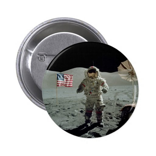 Astronauta de Apolo 17 en el valle de Littrow del  Pin Redondo 5 Cm