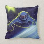 Astronauta de la ciencia ficción del vintage en un cojin