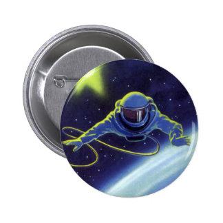 Astronauta de la ciencia ficción del vintage en un pin redondo 5 cm