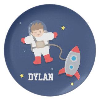 Astronauta del espacio exterior de la nave de plato para fiesta