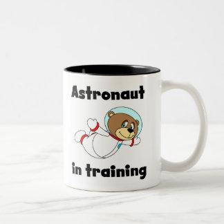 Astronauta del oso en el entrenamiento taza de café