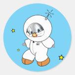 Astronauta del pingüino del penique etiqueta redonda
