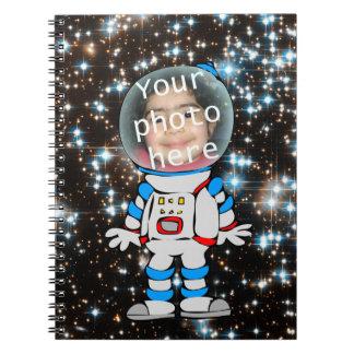 Astronauta en el entrenamiento - plantilla del niñ cuaderno