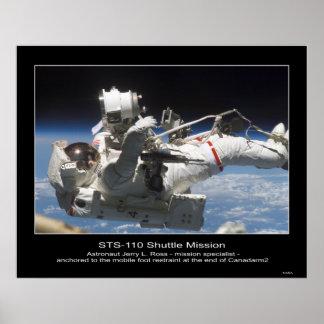 Astronauta Jerry L. Ross anclado al móvil Póster
