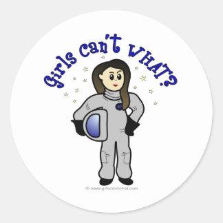 Astronauta ligero de la mujer etiquetas redondas