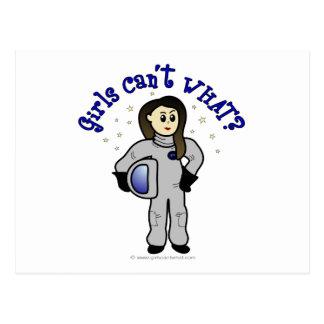 Astronauta ligero de la mujer postales