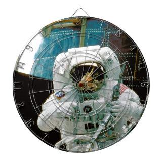 Astronauta que repara a Hubble