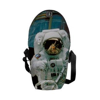 Astronauta que repara a Hubble Bolsa De Mensajeria
