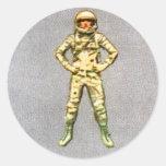Astronauta retro del espacio del kitsch 60s del vi etiqueta redonda