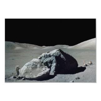 Astronauta y vehículo de Apolo 17 en la luna Invitaciones Personalizada