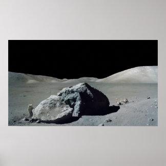 Astronauta y vehículo de Apolo 17 en la luna Posters