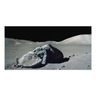 Astronauta y vehículo de Apolo 17 en la luna Tarjeta Fotografica Personalizada