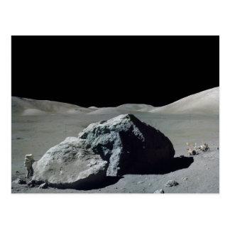 Astronauta y vehículo de Apolo 17 en la luna Tarjeta Postal
