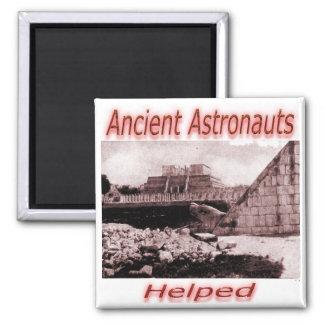 Astronautas antiguos ayudados imán cuadrado