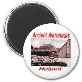 Astronautas antiguos ayudados imán redondo 5 cm