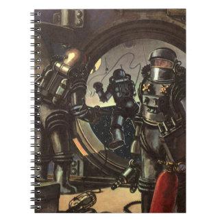 Astronautas de la ciencia ficción del vintage en spiral notebook