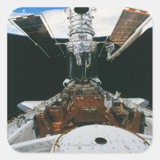 Astronautas del transbordador espacial colcomanias cuadradass