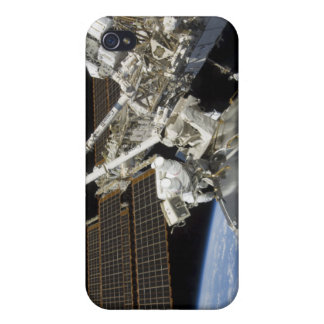 Astronauts perform a series of tasks iPhone 4/4S case