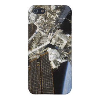 Astronauts perform a series of tasks iPhone SE/5/5s case