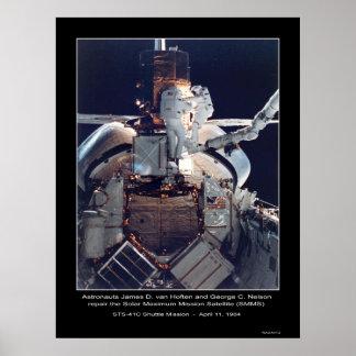 Astronauts van Hoften y reparación de Nelson Póster