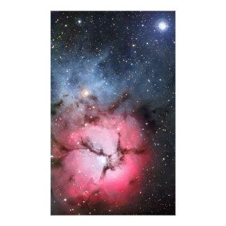 Astronomía de espacio trífida de la nebulosa arte con fotos