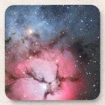 Astronomía de espacio trífida de la nebulosa posavasos de bebida
