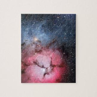Astronomía de espacio trífida de la nebulosa puzzle