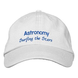 Astronomía que practica surf las estrellas gorra de béisbol bordada