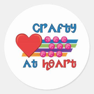 Astuto en el corazón etiqueta redonda