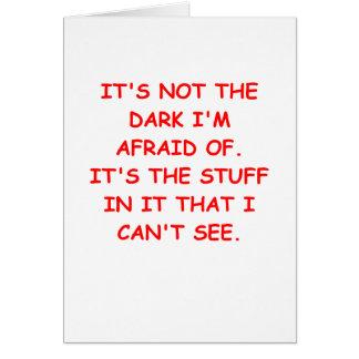 asustado de la oscuridad tarjeta de felicitación