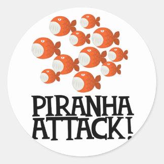 ¡ataque de la piraña! pegatina redonda