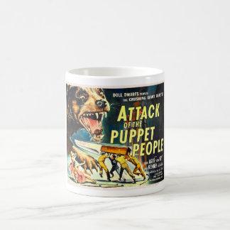 Ataque de la taza de la gente de la marioneta