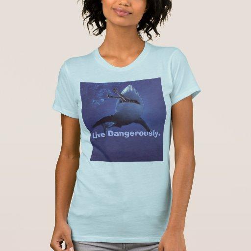 Ataque del tiburón camisetas