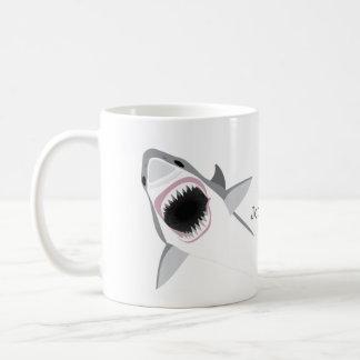 Ataque del tiburón con su nombre taza de café