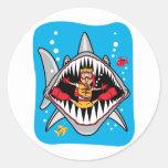 ¡Ataque del tiburón! Etiqueta Redonda
