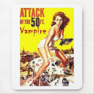 Ataque del vampiro de 50 pies alfombrilla de ratón