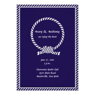 Atar la invitación del boda del nudo
