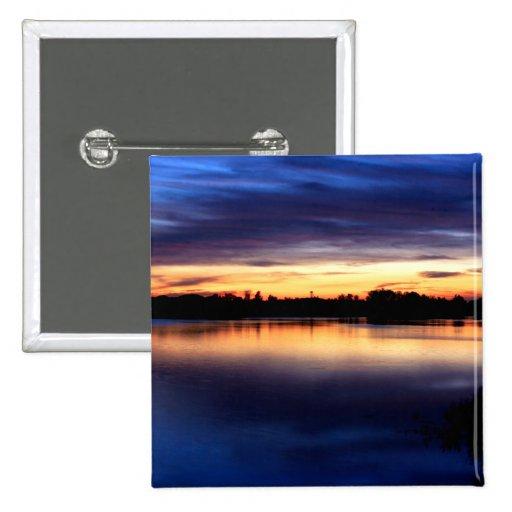 Atardecer y puesta de sol de colores en la laguna pins