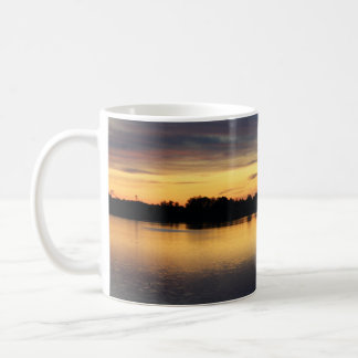 Atardecer y puesta de sol en la laguna de El Rocío Tazas