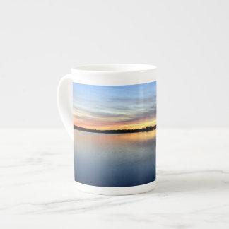 Atardecer y puesta de sol en la laguna de El Rocío Taza De Porcelana