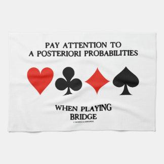 Atención de la paga a posteriori al puente de las  toalla